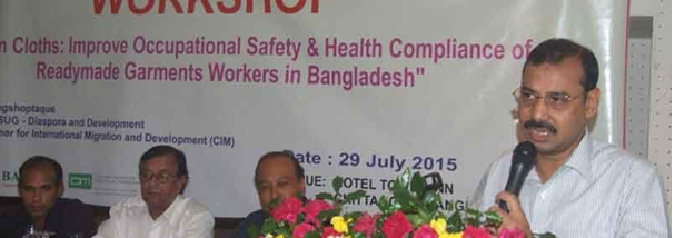 Mayor of Chittagong, Mr. A.J.M. Nasir speaking at the workshop as chief guest, while Chairman of BASUG, Mr Bikash Chowdhury Barua, senior journalist M. Nasirul Hoque & Acting chief of Songsaptaque Mr. Chandan Chowdhury look on